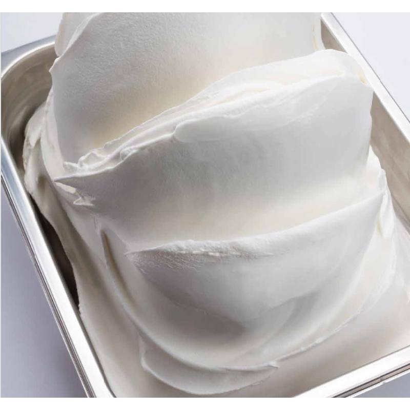 Λευκή βάση παγωτού ζεστής & κρύας μεθόδου μέσα σε μεταλλική βασκέτα παγωτού